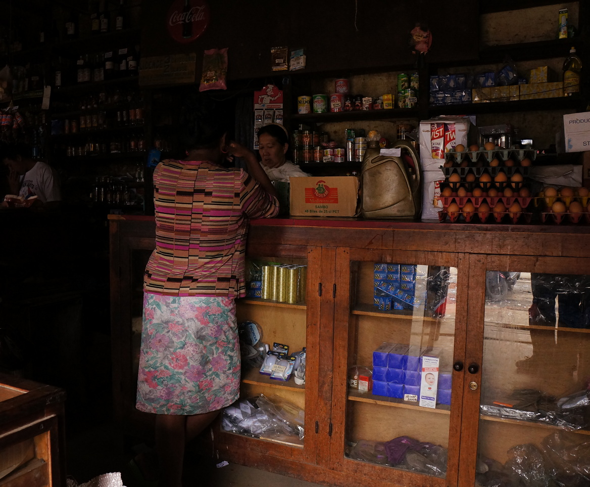 Moramanga - overseas Chinese shop - no lights