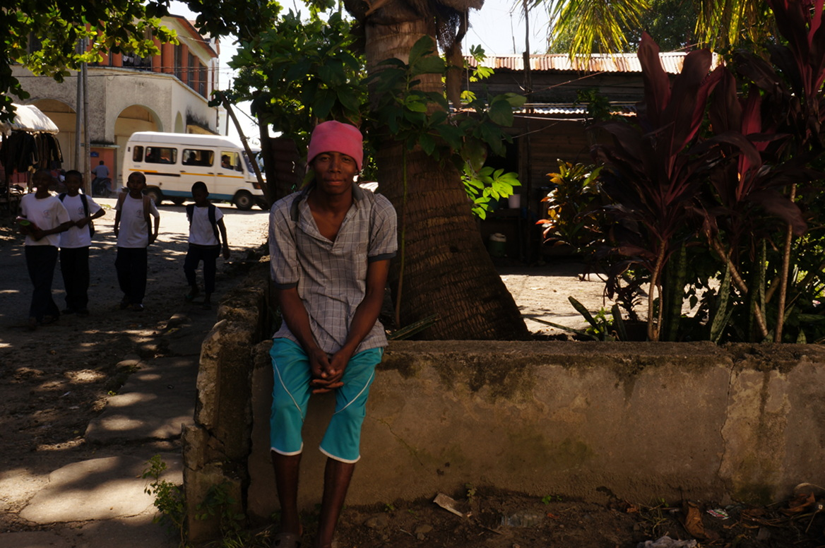 Tamatave - smiling man with headband