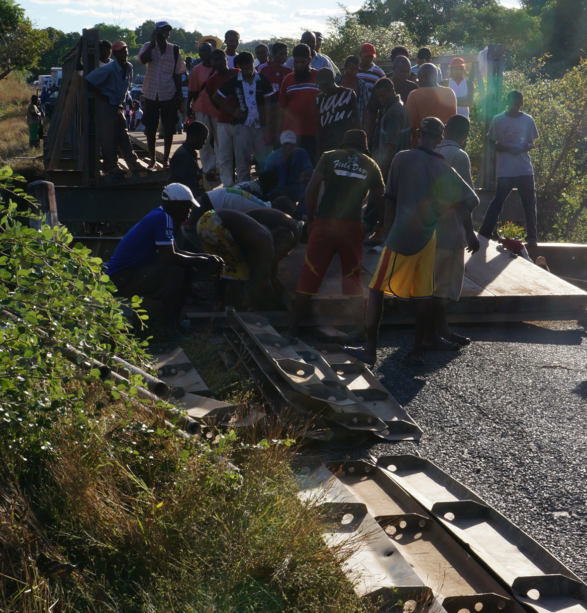 Road to Mahajanga - bridge repair
