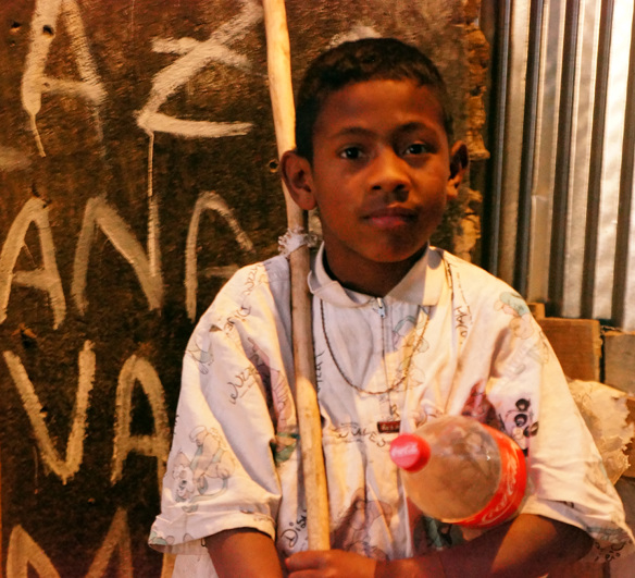 Antananarivo - street boy - more light