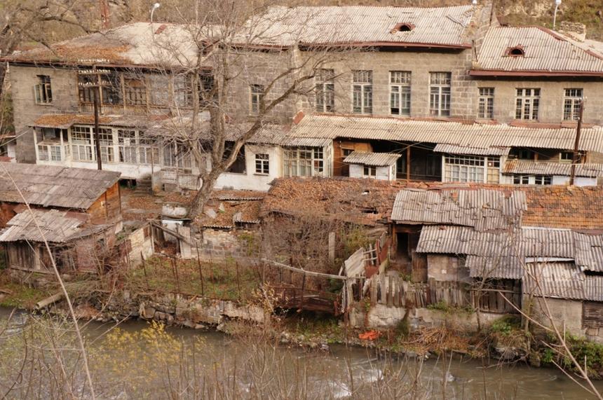 Debed Canyon, Railway buildings near river