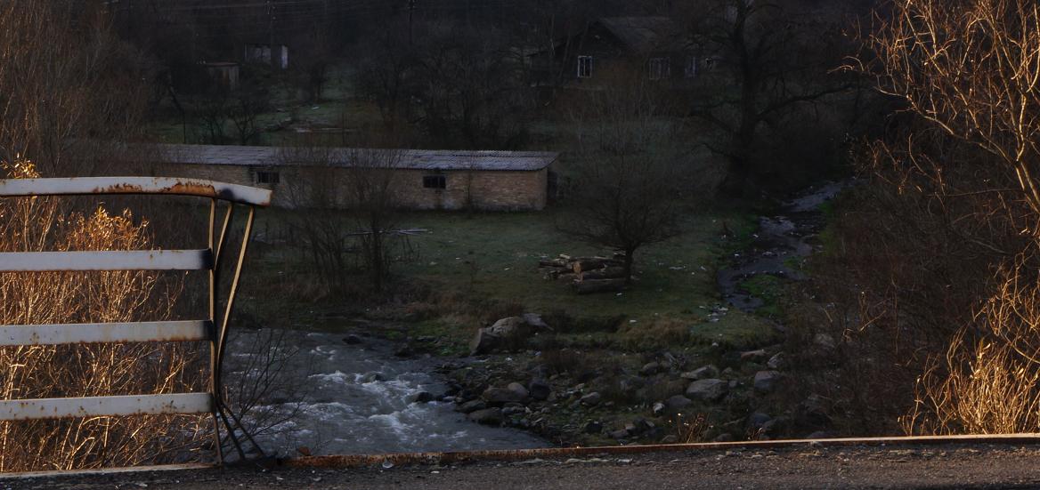 Farmhouse from the bridge to Dsegh
