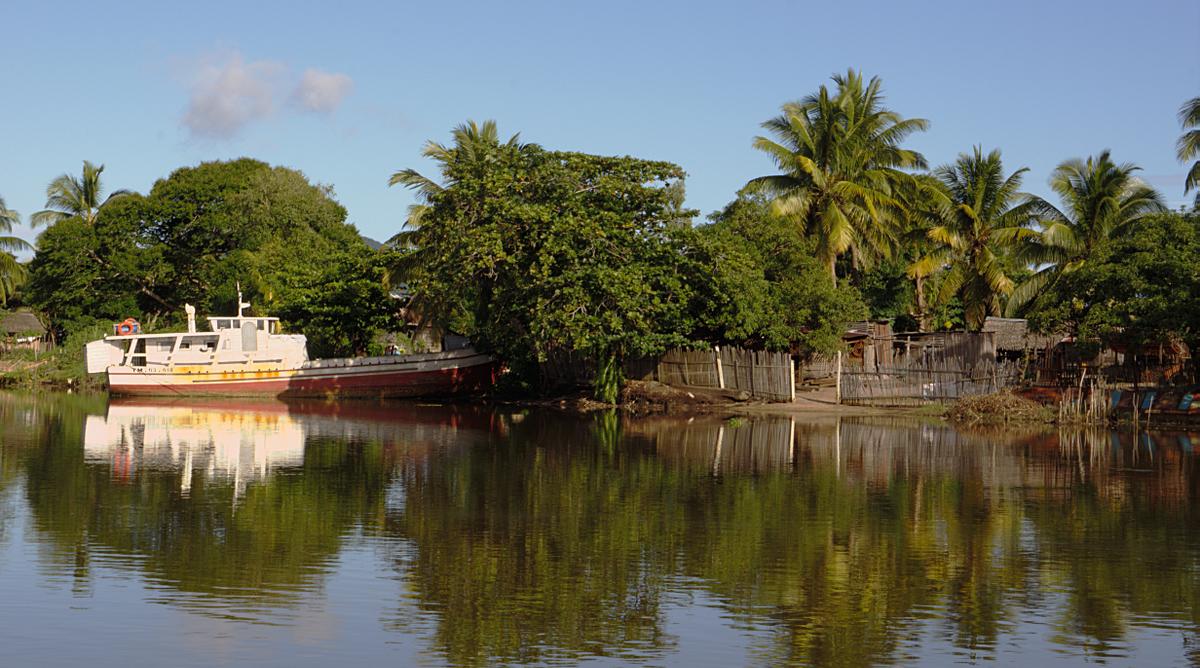 Maroantsetra - boat near home