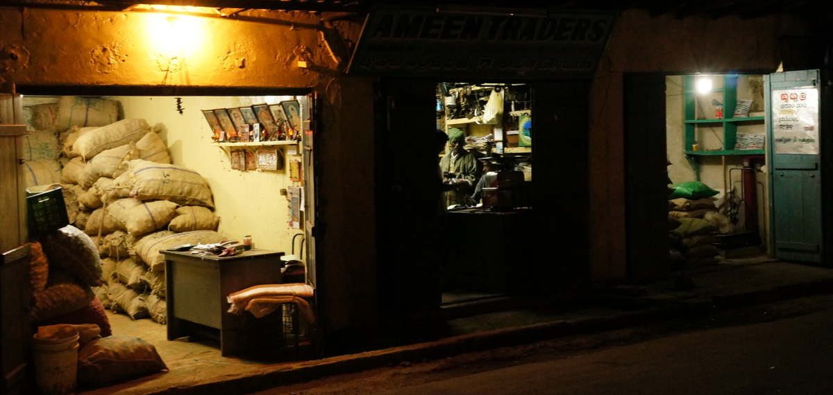 Sri Lanka,  Nuwara Eliya - Evening Traders