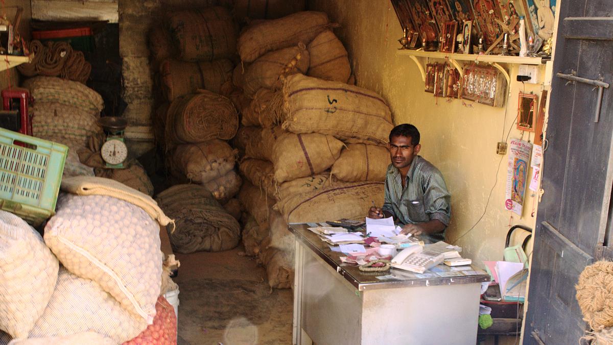 Sri Lanka,  Nuwara Eliya - Potato Trader