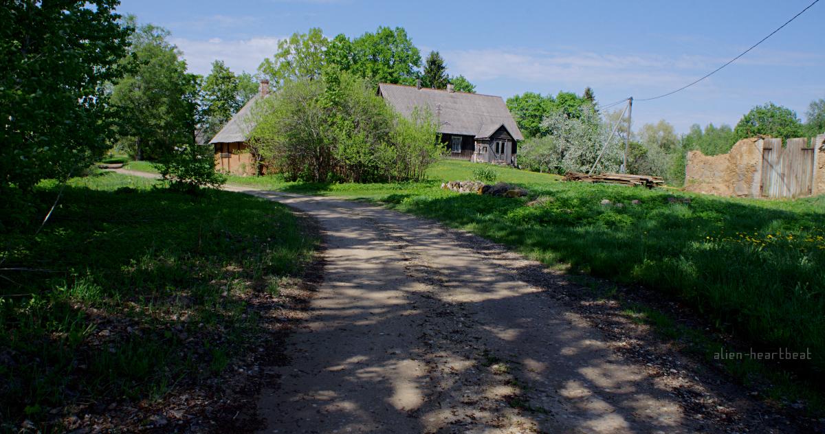 Estonia - Road to Otepaa - farmhouse