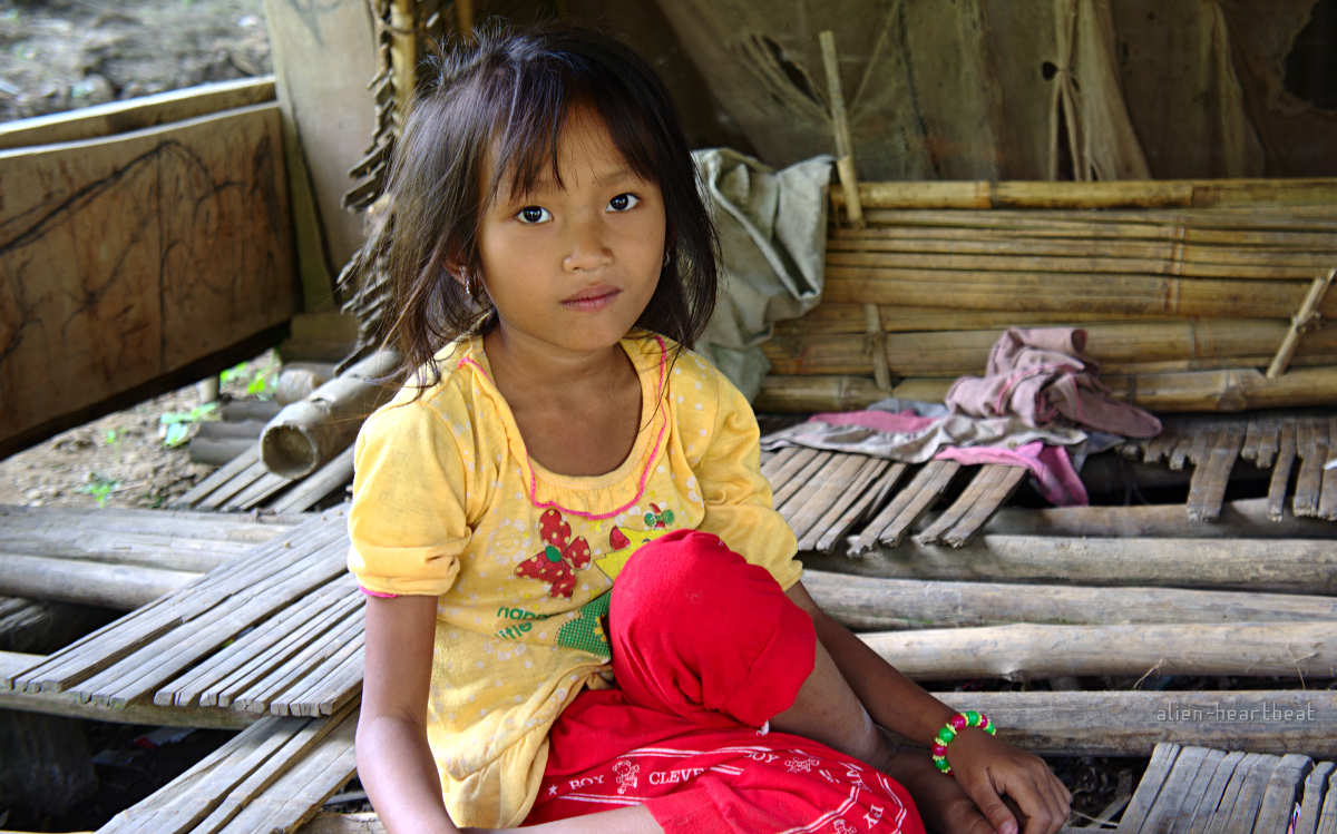 Laos-Khmu_village-girl_in_yellow_top