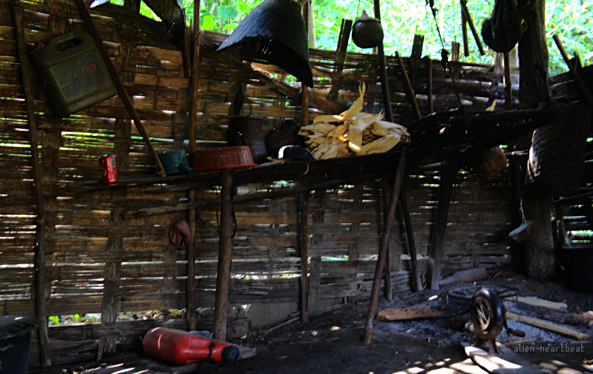 Laos-Khmu_village-kitchen_with_dirt_floor