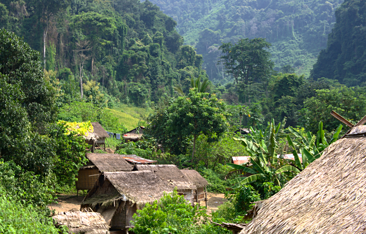 Laos-Khmu_village_in_mountains