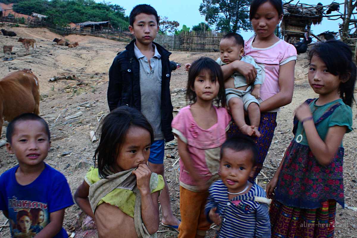 Laos-Hmong_village-8_Hmong_Kids